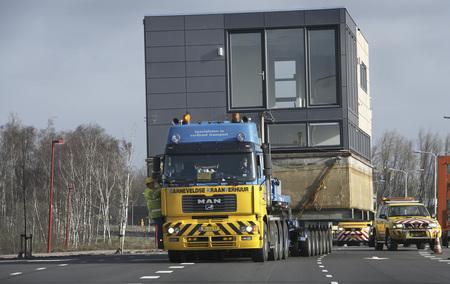 Floating House Transport © arkenbouw.nl